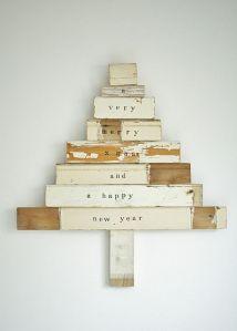 árboles de navidad con maderas y pintura blanca