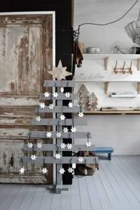 árboles de navidad originales en madera gris