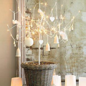 árboles de navidad originales para adornar espacios comerciales