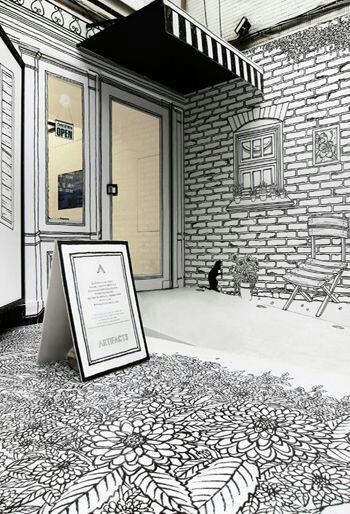 fachadas de tiendas con dibujos pintados a mano