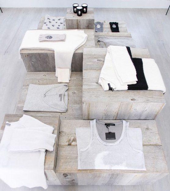 Visual merchandising diseño de mesas en diferentes alturas