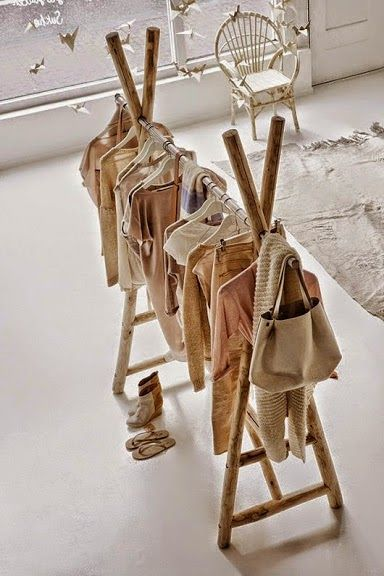 Diseño de perchero rústico ideal para tiendas con encanto